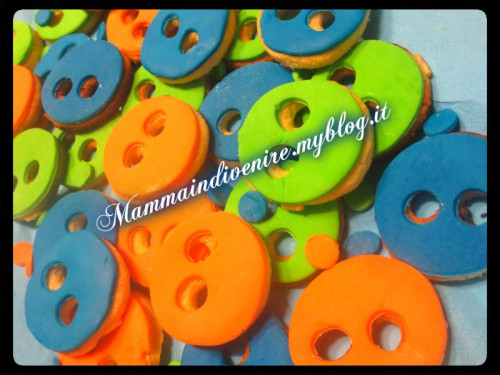 bottoni dolci ... ricoperti di pasta di zucchero