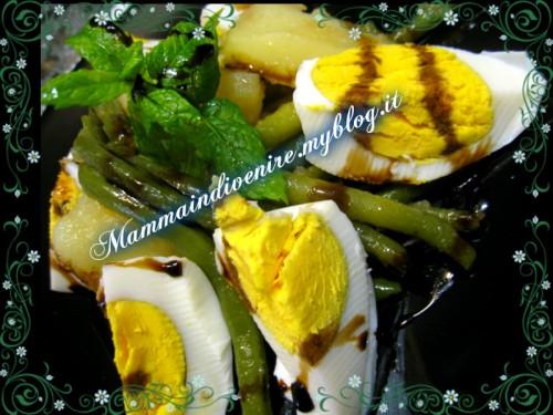 Insalata fresca con uova sode fagiolini e patate 1.jpg