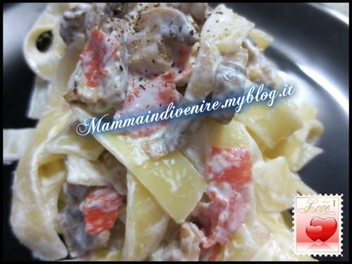 fettuccine salame, funghi e panna: una ricetta veloce e gustosa